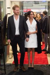 dress,meghan markle,celebrity,prince harry,white,blazer,white blazer,blazer dress