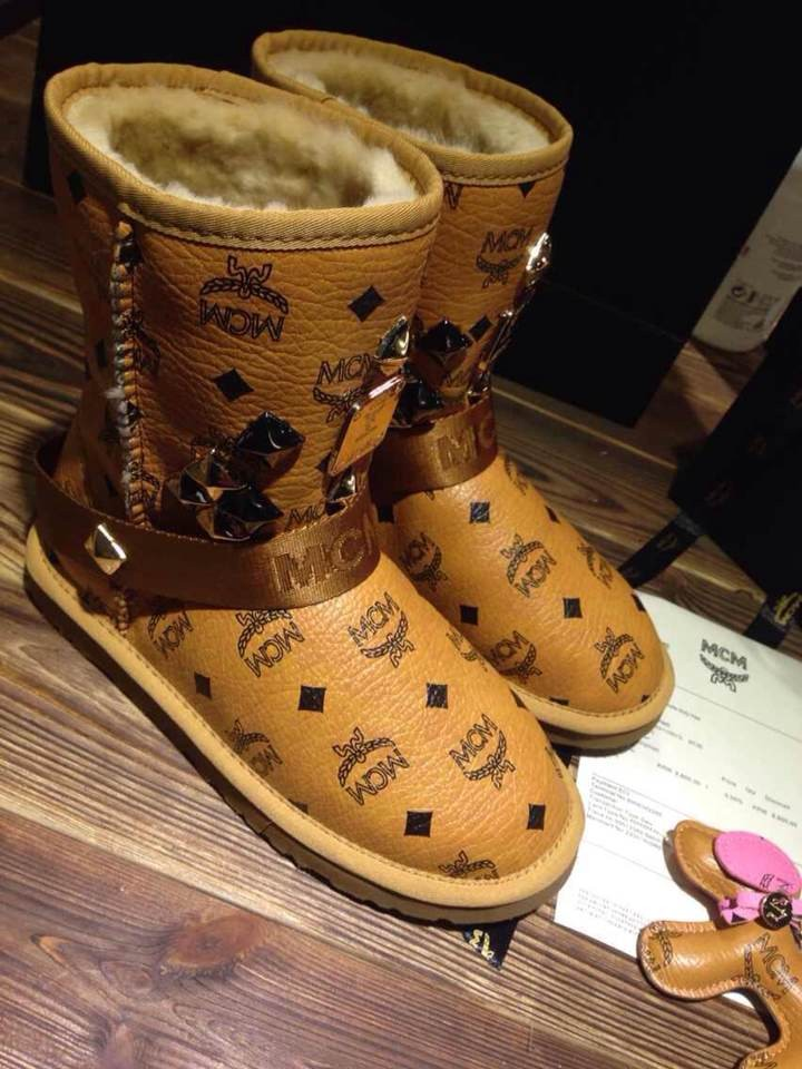 FREE SHIPPING MCM SNOW BOOTS - Amaricatti