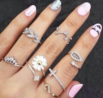 hair accessories so cute! flowers daisy ring accessories summer outfits style nail polish