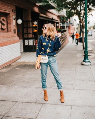 sweater blue sweater knit bag stars knitted sweater denim blue jeans jeans boots suede boots ankle boots crossbody bag