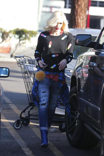 sweater sweatshirt jeans denim gwen stefani streetstyle celebrity