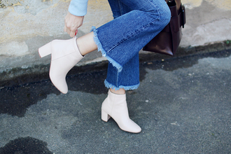 shoes tumblr white boots ankle boots mid heel boots flare jeans jeans denim frayed denim frayed jeans thick heel block heels thick heel boots