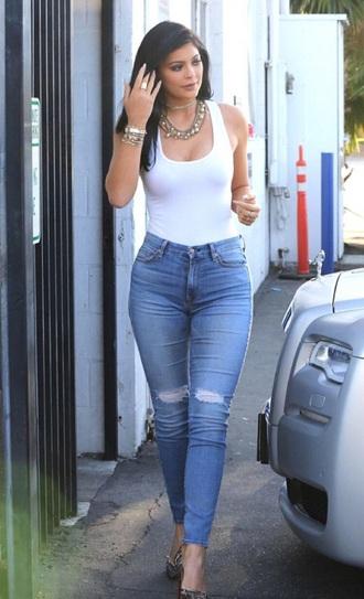 jeans blue jeans kylie jenner jewels bracelets stacked bracelets gold gold bracelet kylie jenner jewelry