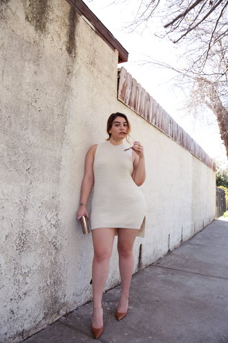 nadia aboulhosn curvy blogger sweater dress shoes bag sunglasses mini knit dress white dress knitwear knitted dress sleeveless sleeveless dress plus size plus size dress