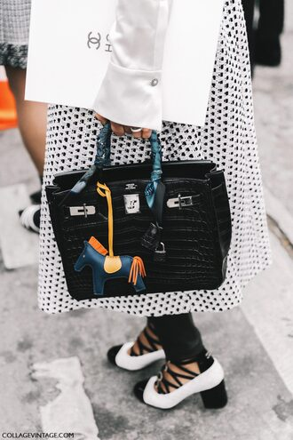 bag tumblr black bag fashion week 2017 streetstyle bag accessoires skirt midi skirt black and white pumps mid heel pumps pants black pants black leather pants leather pants