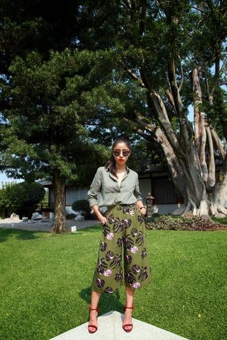 chic muse shoes sunglasses shorts shirt