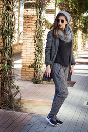 shoes and basics,blogger,coat,sweater,jewels,grey sweatpants,knitted scarf,grey,nike sneakers,beanie,pants,shoes,hat,scarf,grey beanie
