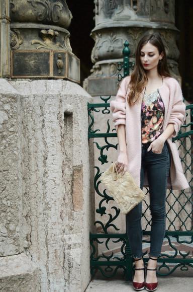 faux fur blogger bag pouch venka vision top jeans roses coat baby pink heels