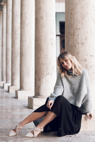 macarenagea blogger skirt sweater shoes bag jewels oversized sweater grey sweater black skirt