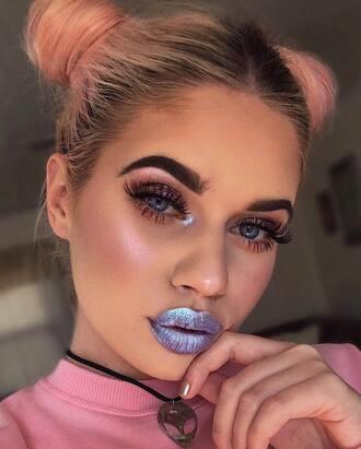 make-up metallic lipstick metallic lipstick lips eye makeup eyeliner eye shadow eyebrows eyelashes pink hair necklace party make up 90s style face makeup cheek blush