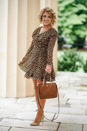 something delightful,blogger,dress,shoes,bag,jewels,animal print,pumps,leopard dress,leopard print