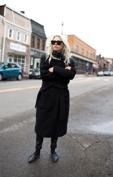 always judging blogger black coat boyfriend coat boyish loafers