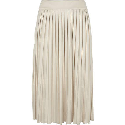 Get a sophisticated daytime look in the Vince drape pleated liveblog.gad from a lightweight flowing fabric for maximum comfort and movement, the skirt has a chic pleated design and has been cut to a midi length for an on-trend elegant aesthetic.