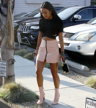 crop crop tops karrueche boots mini skirt zipped skirt zip spring outfits zip-up skirt pink skirt black crop top bag black bag pink boots