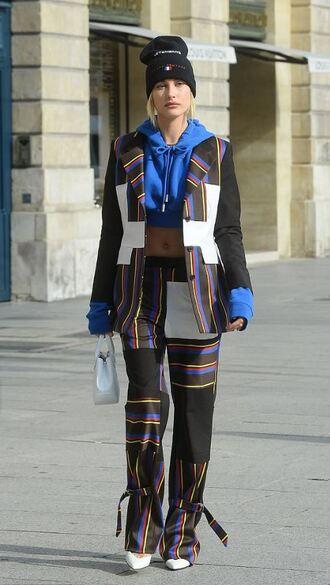 sweater crop tops cropped cropped sweater hoodie jacket pumps hailey baldwin streetstyle paris fashion week 2017 model off-duty