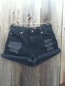B o t t o m s u p — black side studded shorts