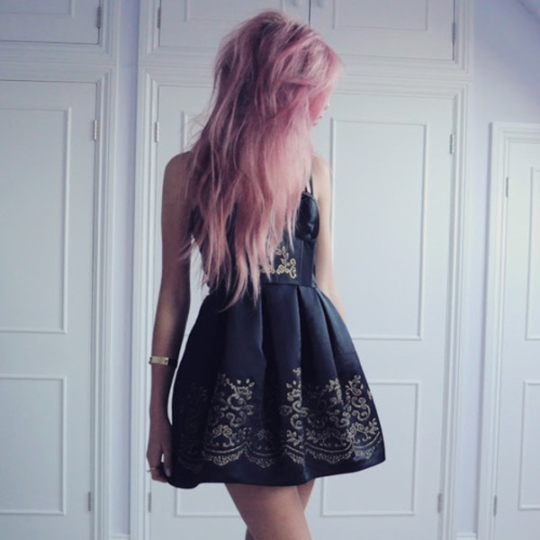 dress little black dress gold trim black dress black dress edgy edgy vintage lovely sexy short dress black colored hair gold detail pretty navy dress embroidered grunge pink hair dye mini gold short black dress formal black dress floral dress