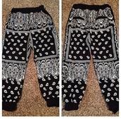 pants,black,bandana print,bandana,joggers,joggers pants,bandana print joggers,thug life,baggy pants,baggy,bandana fashion,sweatpants,swag,cute,drop crotch pants,jeans,jewels