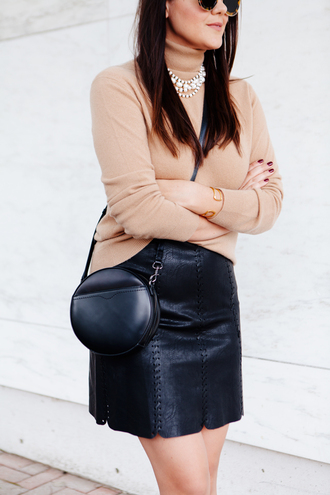 skirt mini skirt tumblr black skirt black leather skirt leather skirt sweater beige sweater turtleneck turtleneck sweater bag black bag round bag crossbody bag necklace nude work outfits outfit idea office outfits