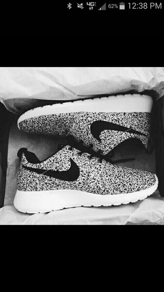 shoes nike nikes exercise fit healthy running gray white sneakers kicks weheartit tumblr