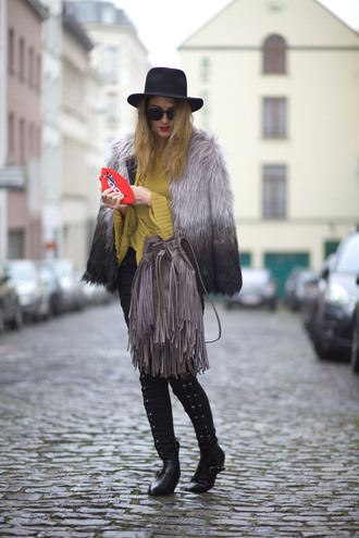from brussels with love blogger jeans blouse coat shoes bag