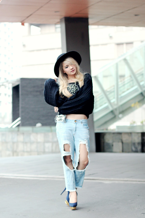 brown platform sweater jeans hat shoes