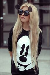 sweater,black,mickey mouse,disney,black and white,black sweater,white and black sweater,cartoon,disneyland,sunglasses,jewels,round sunglasses,tumblr,white,sweatshirt,black sunglasses,shirt,mickey mouse sweater,mickey sweater,cute sweater,jacket,ulzzang,kfashion,top