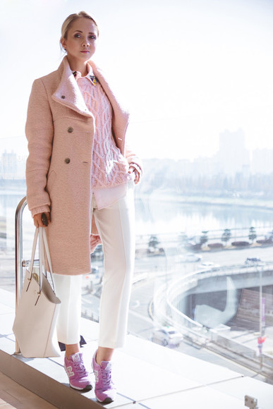 blogger pants my blonde gal pink coat knitted sweater pink nike sneakers tote bag
