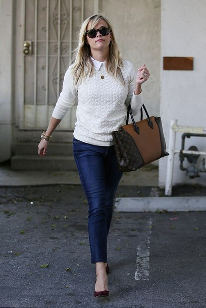 sweater bag reese witherspoon skinny jeans high heels sunglasses jeans
