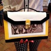 bag,yellow,black,white,purse,shoulder purse,classy,snake print,clutch