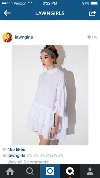 top white t-shirt white dress white top