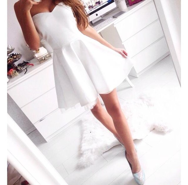 dress mini dress white dress prom dress strapless dress style simple dress dress high waisted girly cute formal want this so much white strapless plain white cheap £ with straps would be best t thanku skater dress graduation dress