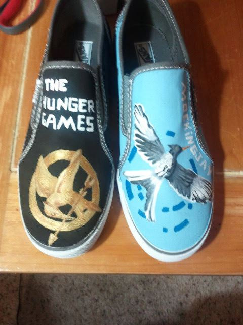 Custom painted hunger games shoes par mandalynnpaiges sur etsy