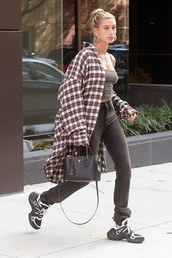 top,sneakers,jeans,checkered,oversized,earrings,bag