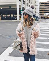 sweater,tumblr,grey sweater,knit,knitwear,knitted sweater,grey beanie,knitted beanie,beanie,pom pom beanie,coat,pink coat,fuzzy coat