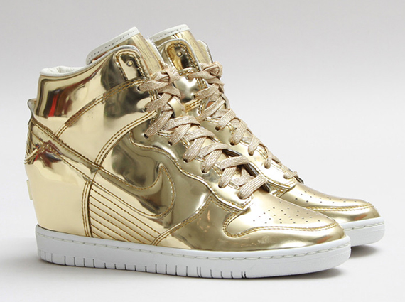 "Nike WMNS Dunk Sky Hi ""Liquid Gold"" - SneakerNews.com"