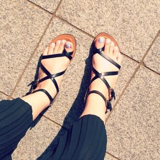 shoes dolce vita black shoes flat sandals leather revolve clothing revolveme revolve