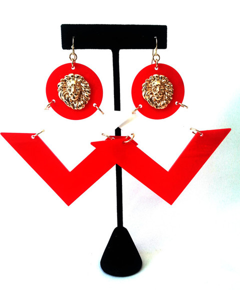 red white triangle jewels earrings lionhead gold