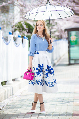 my blonde gal blogger midi skirt floral skirt light blue blue blouse blue shirt mini bag pink bag statement necklace