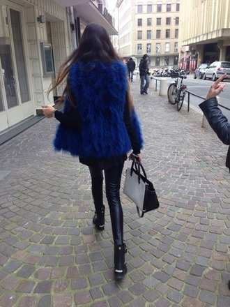 sweater fur vest fur gilet vest gilet fur blue fur vest blue fur gilet blue vest pretty beautiful model streetstyle tumblr tumblr girl michael kors monochrome skinny leather leggings leather shoes bag coat fall outfits