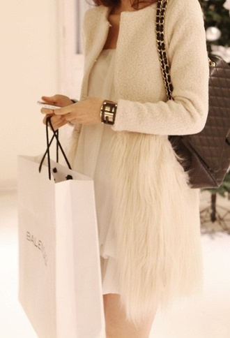 coat cream coat cream fur faux fur faux fur jacket white fur white coat fur coat winter coat white feathers white fur coat cream wool fur bottom cardigan beige