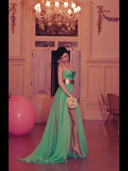 golden belt ❤️❤️ green dress gorgeous dress love it so much