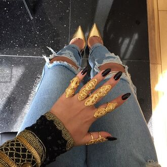 jewels gold gold ring gold jewelry black black nails nail polish huge ring long rings double ring shoes jeans knuckle ring ring rings and tings