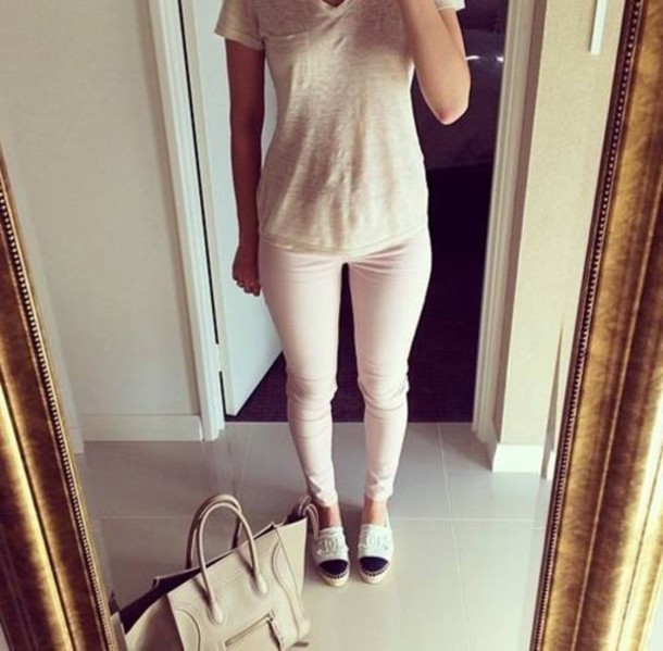 shoes chanel chanel shoes purse bag shirt pants pale pink pink pants light pink pale pink pants white chanel shoes tan bag flat chanel shoes outfit cute style mirror fashion shoes fashion ootd clothes pink jeans jeans skinny pants t shirt print white t-shirt grey t-shirt flats outfit idea pocket t-shirt v neck