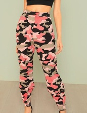 pants,girly,girl,girly wishlist,pink,camouflage,camo pants,joggers,joggers pants