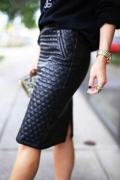 shirt,black,pleated,leather,skirt,sweater