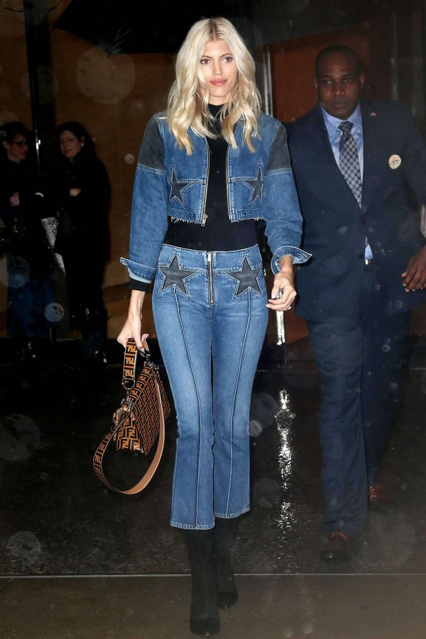 jacket Devon Windsor model off-duty victoria's secret model victoria's secret denim jeans denim jacket fall outfits cropped