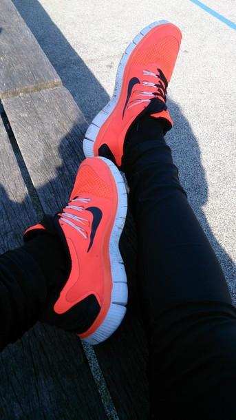 shoes orange shoes nike running shoes nike free run 5.0 love look a like running shoes nike flashy nike shoes pretty