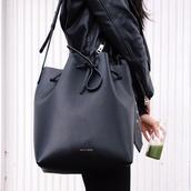 bag,black,bucket bag,classy,sack,crossbody bag,michael kors,fashion,fall outfits,black bag,leather,leather bag,backpack
