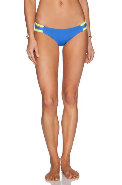 Lisa Lozano bikini neon sporty blue